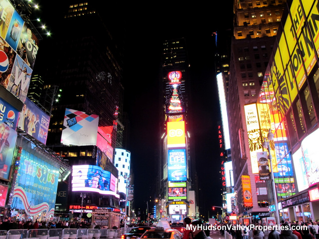 New year 39 s eve newburgh ny newburgh or times square for Things to do around times square